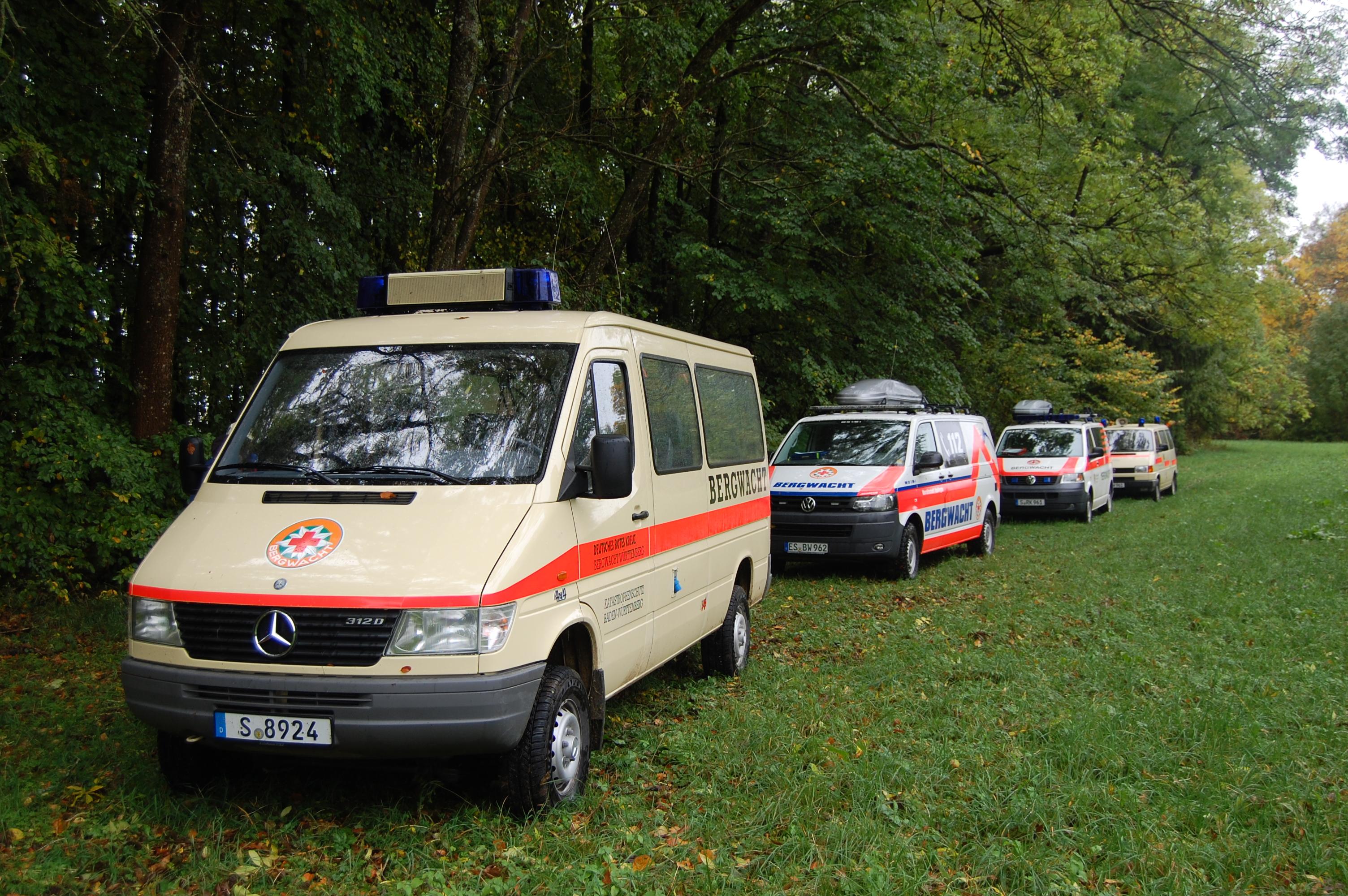 Die Einsatzfahrzeuge der Bergwachten Stuttgart und Esslingen.